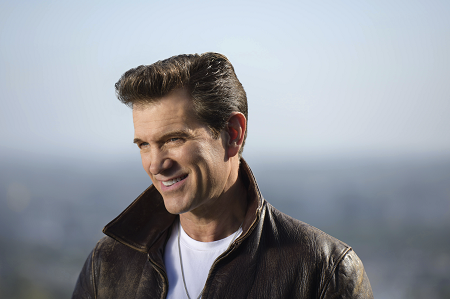 Chris Isaak Christmas Show 2019